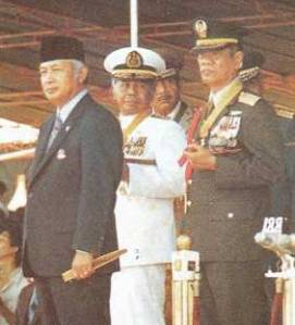 Laksamana Sudomo, 'Swiss Army Knife'  Bagi Jenderal Soeharto (2)