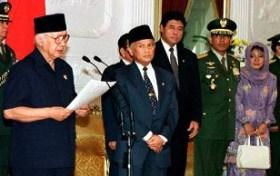 Momen Pengunduran Diri Soeharto