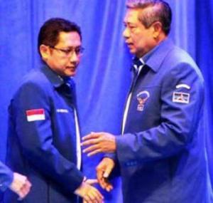 "ANAS DAN SBY. ""Tips untuk kalangan kekuasaan, termasuk bagi SBY yang masih akan menunaikan kekuasaannya hingga tahun depan, HMI bukan monster berbahaya bagi kekuasaan, sepanjang memahami dinamika berbagi. Bukankah Anas Urbaingrum banyak juga gunanya, sejak di KPU sampai menjabat Ketua Partai Demokrat? (foto download)"