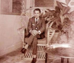 "HASAN TIRO MUDA, SEBELUM GAM. ""Hanya dua tahun setelah mengalami kekecewaan kedua itu, Hasan Tiro mengobarkan Gerakan Aceh Merdeka. Suatu gerakan yang dalam batas tertentu cukup berhasil sebenarnya. Buktinya tak kurang dari 5 rezim kepresidenan harus terpontang-panting menghadapi GAM. Dan masing-masing presiden telah menyumbangkan kekeliruan dalam penanganan GAM."" (diolah dari dokumentyasi partaiaceh.com)"