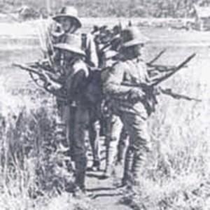 """SERDADU BELANDA DI ACEH. """"Christian Snouck Hurgronje (1857-1936), menyarankan kebijakan politik untuk menghajar Aceh tanpa ampun. Snouck Hurgronje, yang cara pandangnya memperkuat sikap kebanyakan tokoh penguasa Hindia Belanda, apriori menganggap orang Aceh termasuk prototipe manusia kepala batu. Tak bisa diberi angin sedikitpun. Orang Aceh bisa seolah-olah mengalah bila sedang terpojok, tapi akan menanduk balik pada kesempatan pertama."""" (gambar repro)"""