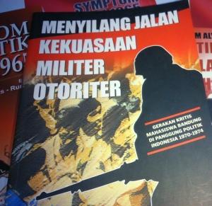 """""""Angkatan 1970 adalah angkatan pertama produk Akabri Kepolisian yang diintegrasikan dari semula sebuah akademi kepolisian murni di Sukabumi menjadi akademi dengan tambahan kurikulum kemiliteran. Kepolisian sendiri pada saat itu juga disejajarkan sebagai satu angkatan dalam jajaran Angkatan Bersenjata dengan penamaan Angkatan Kepolisian Republik Indonesia yang dipimpin oleh seorang Panglima Angkatan Kepolisian."""""""
