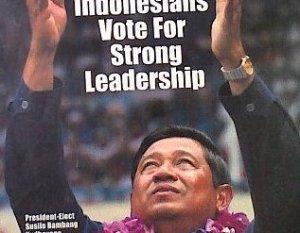 "SBY DALAM COVER FEER. ""Sejauh ini, merupakan kenyataan empiris, hanya sedikit tokoh pilihan SBY yang berhasil menjadi seorang menteri yang cemerlang. Justru wakilnya, Jusuf Kalla, dengan segala 'kelincahan'nya yang sempat menonjol sebagai bintang 'pendamping' –tepatnya, mungkin alternatif– selama 2004-2009."""