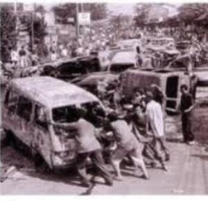 "KERUSUHAN MEI 1998. ""Tim Gabungan Pencari Fakta (TGPF) yang diketuai Marzuki Darusman, yang melakukan penelusuran segera setelah peristiwa terjadi, antara lain memunculkan dugaan keterlibatan Prabowo Subianto dalam rangkaian peristiwa tahun 1998 itu. Bersama Prabowo, beberapa nama lain juga sejauh ini belum formal terungkap peranannya dalam kerusuhan Mei 1998 itu, meski telah disebut-sebut dalam laporan TGPF, yakni Mayor Jenderal (waktu itu) Sjafrie Sjamsuddin dan Jenderal Wiranto."" (foto download)"