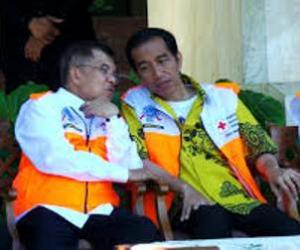 "JUSUF KALLA DAN JOKOWI. ""Sepanjang apa yang diucapkannya dan untuk sebagian telah diperlihatkannya selama dirinya berkesempatan ikut dalam kekuasaan negara, terkesan Jusuf Kalla banyak merubah diri dan ketokohannya. Tak heran, setelah menyelesaikan masa jabatan sebagai Wakil Presiden di tahun 2004-2009, ia makin diapresiasi sebagai calon pemimpin alternatif. Buktinya, Jokowi, yang pasti tak terlepas dari persetujuan puteri sulung Soekarno, Megawati, memilihnya sebagai pendamping dalam memperjuangkan 'mandat langit' dari rakyat. "" (download, jusufkalla.info)"