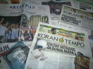 """HARIAN KOMPAS DAN KORAN TEMPO. """"... bagaimana pun Indonesia membutuhkan media-media semacam Harian Kompas dan juga Majalah Tempo –semestinya demikian pula Koran Tempo– yang pada hakekatnya berkualitas tinggi. Dibutuhkan sebagai –katakanlah dalam posisi the last strong hold– sumber referensi kebenaran, di tengah suasana penuh ketidakbenaran seperti diderita Indonesia selama ini hingga kini. Tapi tentu, jangan sering-sering terpeleset ke dalam genangan lumpur noda sosial-politik-ekonomi."""""""