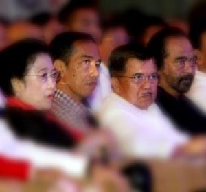 "EMPAT SERANGKAI MEGA, JOKOWI, KALLA DAN PALOH. ""Lalu, mewakili keresahan publik yang meluas, sosiolog UI Thamrin Amal Tomagola, seakan 'meratap' melalui akun twitternya: ""Oh Jokowi, Kalla, Mega dan Paloh, bencana apa lagi yang ingin kalian timpakan atas bangsa ini? Bos judi Penasehat Presiden?"" Bahwa nama Surya Paloh terbawa-bawa dalam 'ratapan' itu, tak lain karena Jan Darmadi saat ini adalah Ketua Majelis Tinggi Partai Nasdem."" (Tribunnews, editing)"