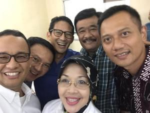 """TIGA PASANGAN CALON UNTUK DKI. """"Pengamat yang obyektif menganalisis berbagai survei politik dalam sejarah Indonesia kontemporer, tak kan meremehkan faktor SARA. Bahkan, unsur SARA bisa menjadi pembentuk identitas nasional atau memperkuat afiliasi politik."""""""